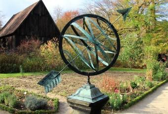 Garden Clock, public domain cc via Pixabay